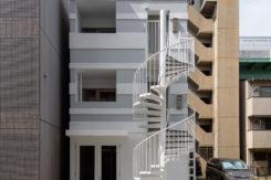 【8月空室予定!!】人気の2階が空きます!!サロン・事務所にもおすすめ!カラフルなクロスが可愛いお部屋