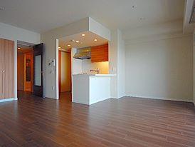 瑞穂区の高級賃貸 全室照明器具・エアコン付 屋根付平面駐車場完備